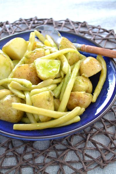 Fasolka z ziemniakami i dressingiem bazyliowym / cosbymzjadla.com